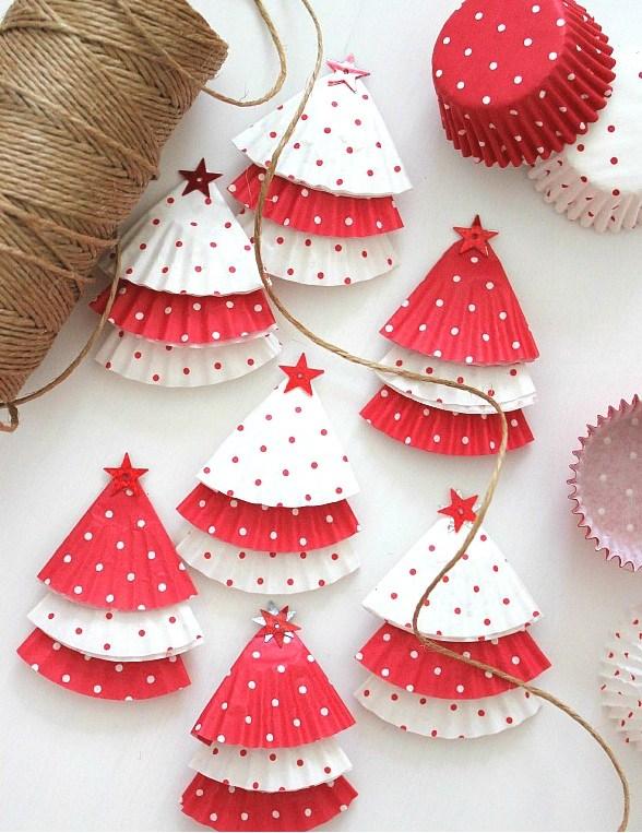 arvore de natal feita de forminhas de cupcake
