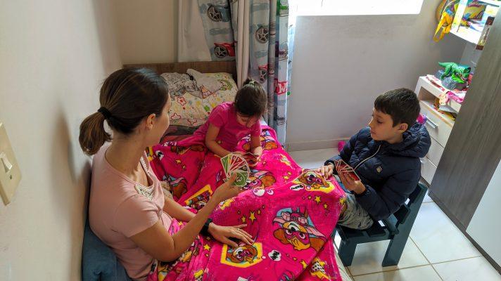 Família Petermann jogando UNO