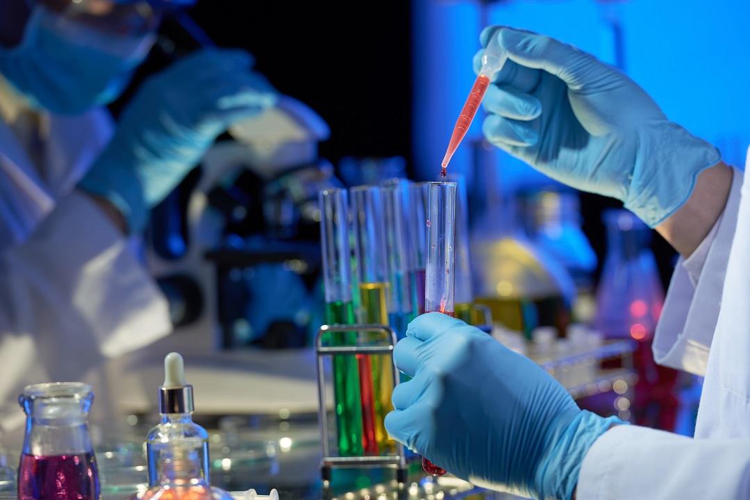 Aulas Práticas De Química Na Maternidade _ Freepik