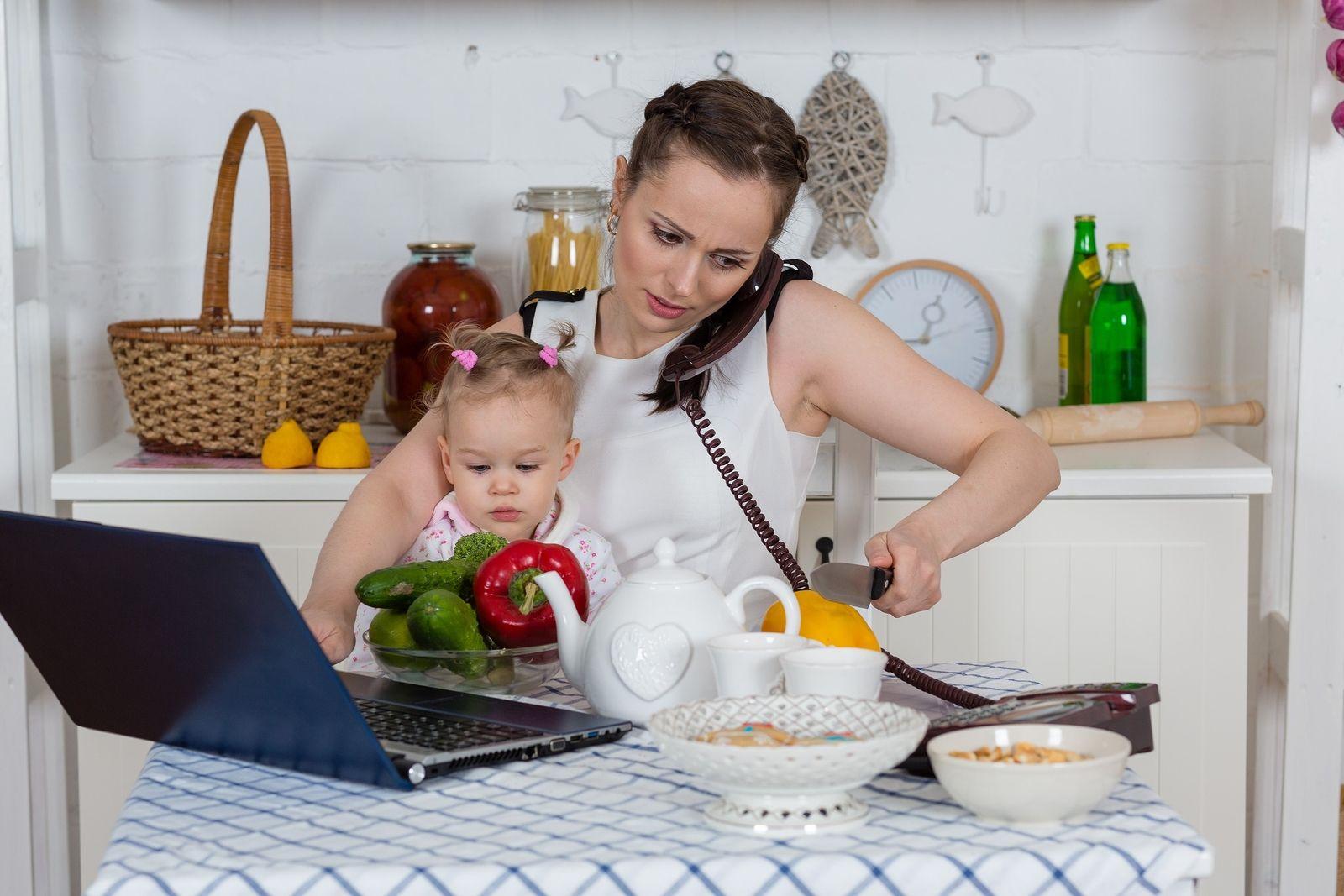 Rotina Frenética De Uma Mãe Que Trabalha Fora