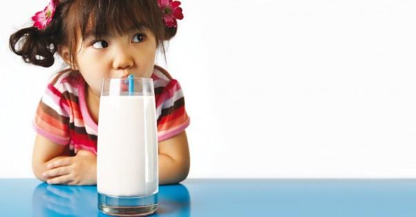 Menina Tomando Leite - Lactose